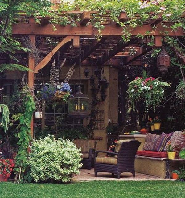 fantastische Terrasse mit pergola und blumen gestalten