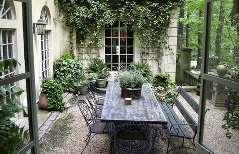 garten idee für rustikale gartengestaltung mit Gartenbank und esstisch rustikal