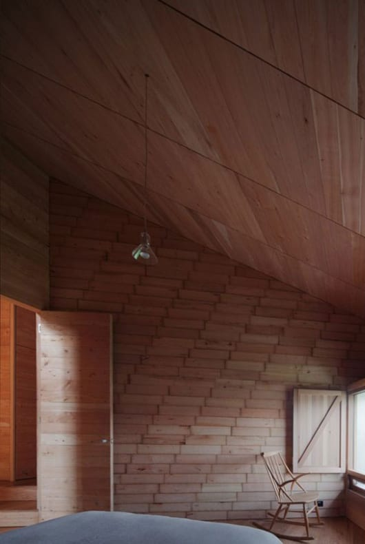 kleine schlafzimmer gestalten mit holztür und deckengestaltung mit holzlatten