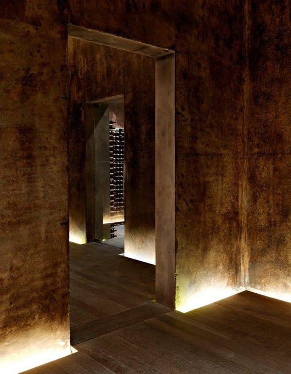 modernes interior mit beleuchteten betonwände vom boden