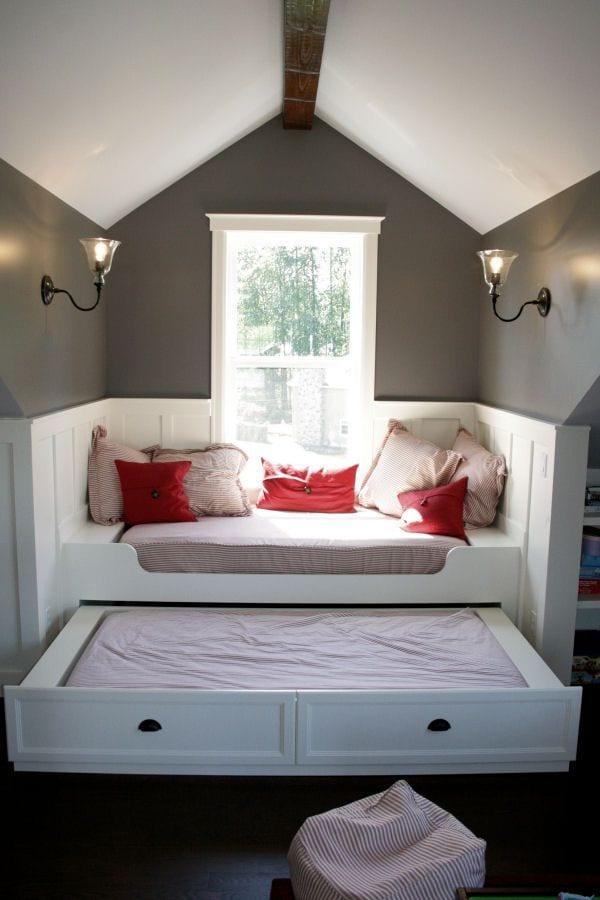 Fensterbank mit sofa dekorieren_wand streichen idee in weiß und grau