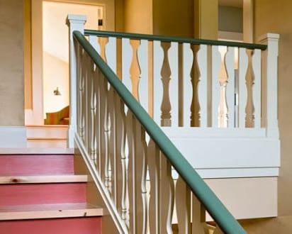 holzgel nder streichen in wei und gr n freshouse. Black Bedroom Furniture Sets. Home Design Ideas