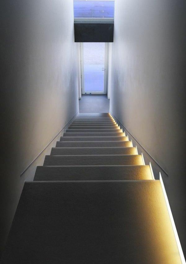 treppe seitlich beleuchten durch indirekte wandbeleuchtung