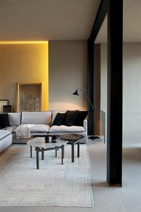 wohnzimmer interior mit ecksofa beige und couchtisch rund