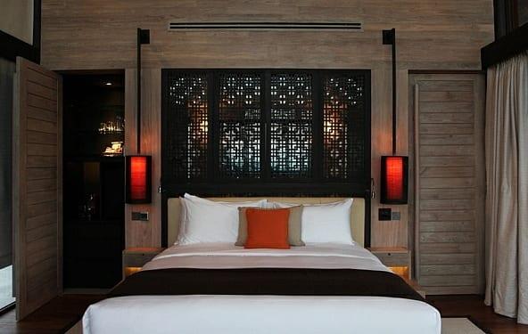 schlafzimmer holz mit coole wandleuchten schwarz mit rotem licht