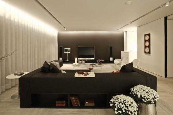 Inspiration Für Einrichtung Vom Wohnzimmer Mit Heimkino. Modernes Sofa  Scwarz Mit Eingebauten Bücherregalen Schwarz
