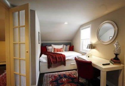 schlafzimmer ideen für elegante Einrichtung kleiner Schlafzimmer mit schreibtisch weiß und lederstuhl rot