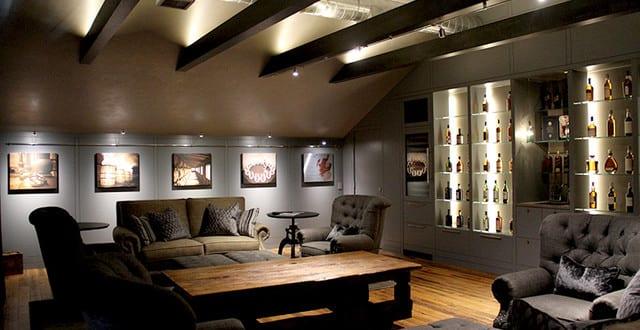 kreative deckengestaltung mit holzbalken und indirekte beleuchtung freshouse. Black Bedroom Furniture Sets. Home Design Ideas