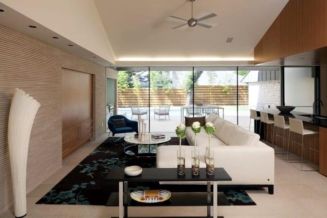 moderne wohnzimmer inspirationen für eingebaute wohwand vor weißem ecksofa leder und traumteppich schwarz mit blauen blumen