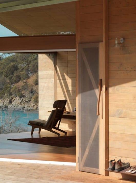 kreative eingangssituation über überdachte terrasse