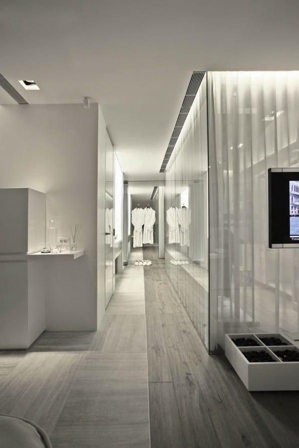 weißen interieur fürs schlafzimmer und ankleideraum mit indirekter beleuchtung