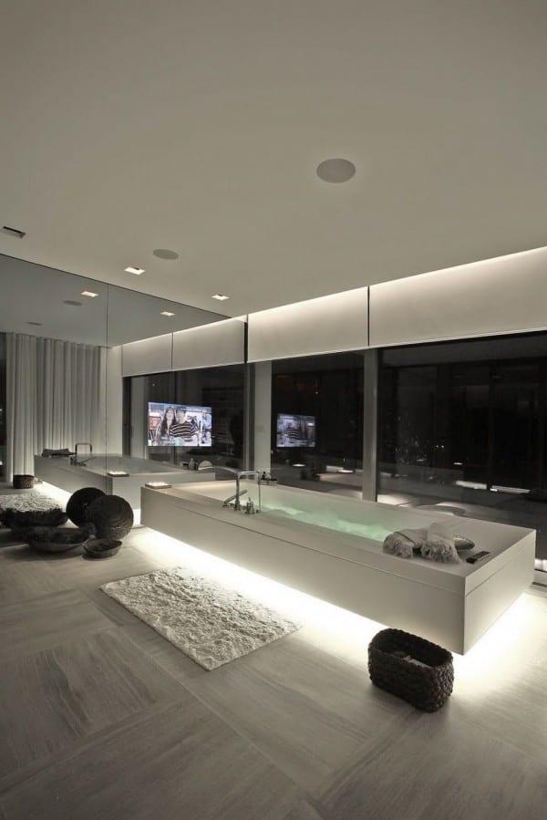 luxus badezimmer inspiration mit indirekterbeleuchtung badewanne weiß und coole badezimmer dekoration