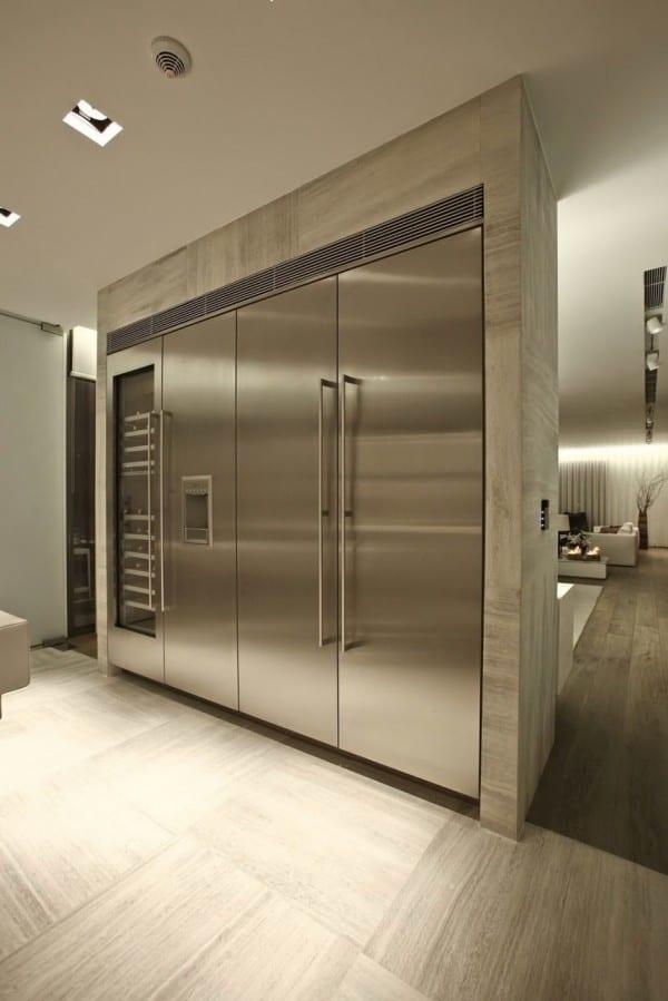 design interior küche mit trennwand zum wohnbereich mit eingebautem kühlschrank