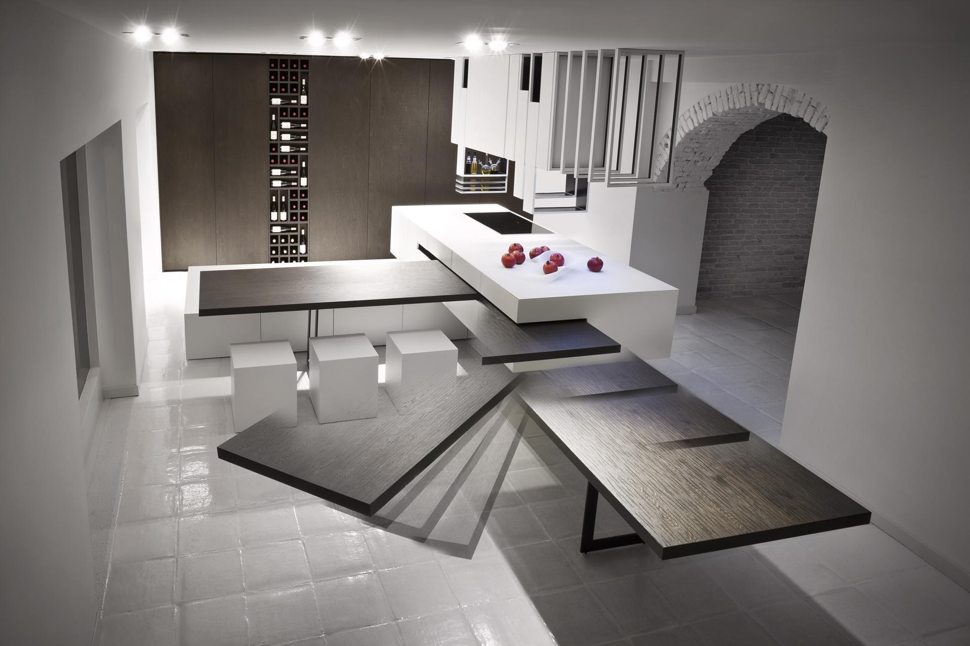 modulare küche mit kochinsel und eingebautem weinregal in holzwand