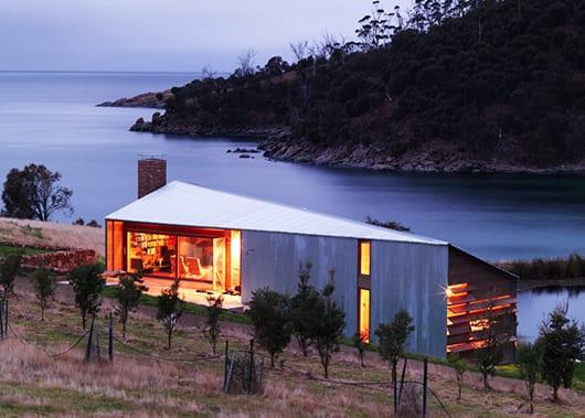 energieeffizientes Holzhaus mit überdachte terrasse