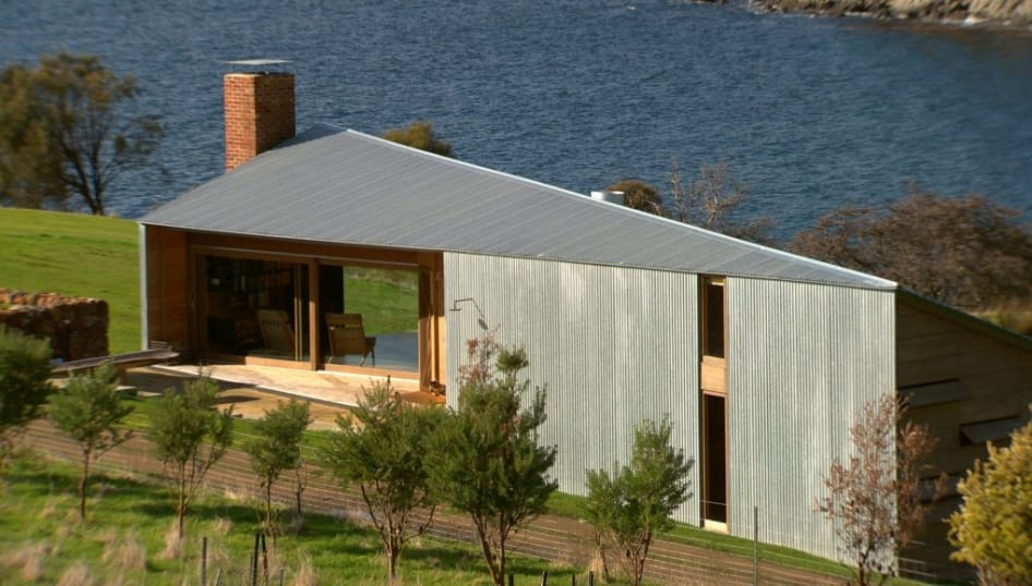 energieeffiziente Residenz mit Pultdach und überdachte Holzterrasse
