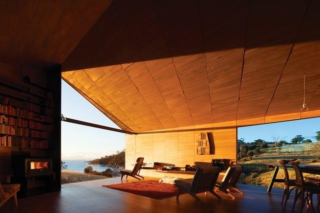wohnzimmer mit panoramafenster als idee für moderne raumgestaltung und raumbeleuchtung