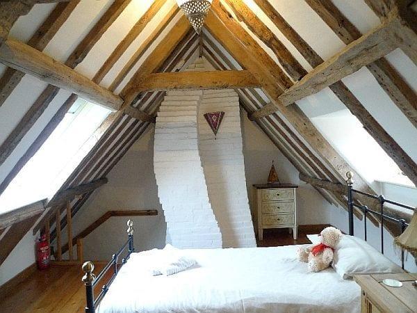 small attic remodel ideas - Schlafzimmer mit Dachschräge gemütlich gestalten fresHouse