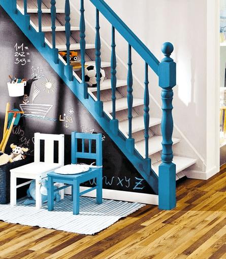 Treppengeländer Handlauf Holz Streichen ~   Treppe Farbgestaltung mit schwarzen Holzstufen und Handlauf in Gelb