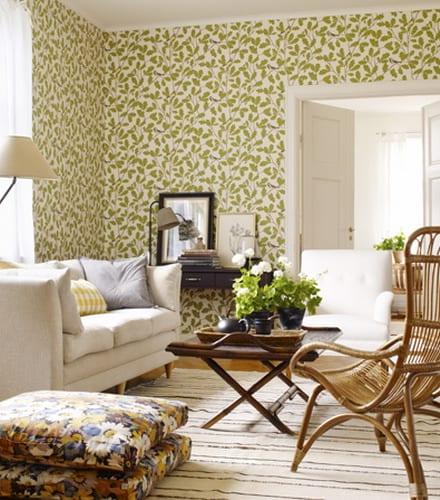wohnzimmer grün mit wandgestaltung von tapeten mit grünen blätern