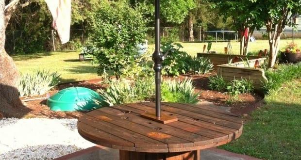 diy esstisch rund mit sonnenschirm aus kabelrolle freshouse. Black Bedroom Furniture Sets. Home Design Ideas