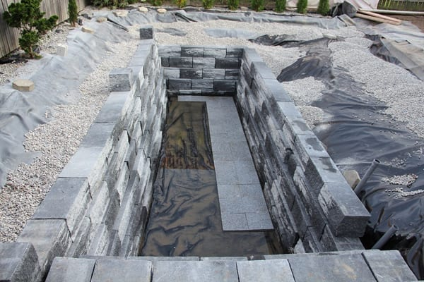 hofgarten gestalten mit selbstgebautem Pool