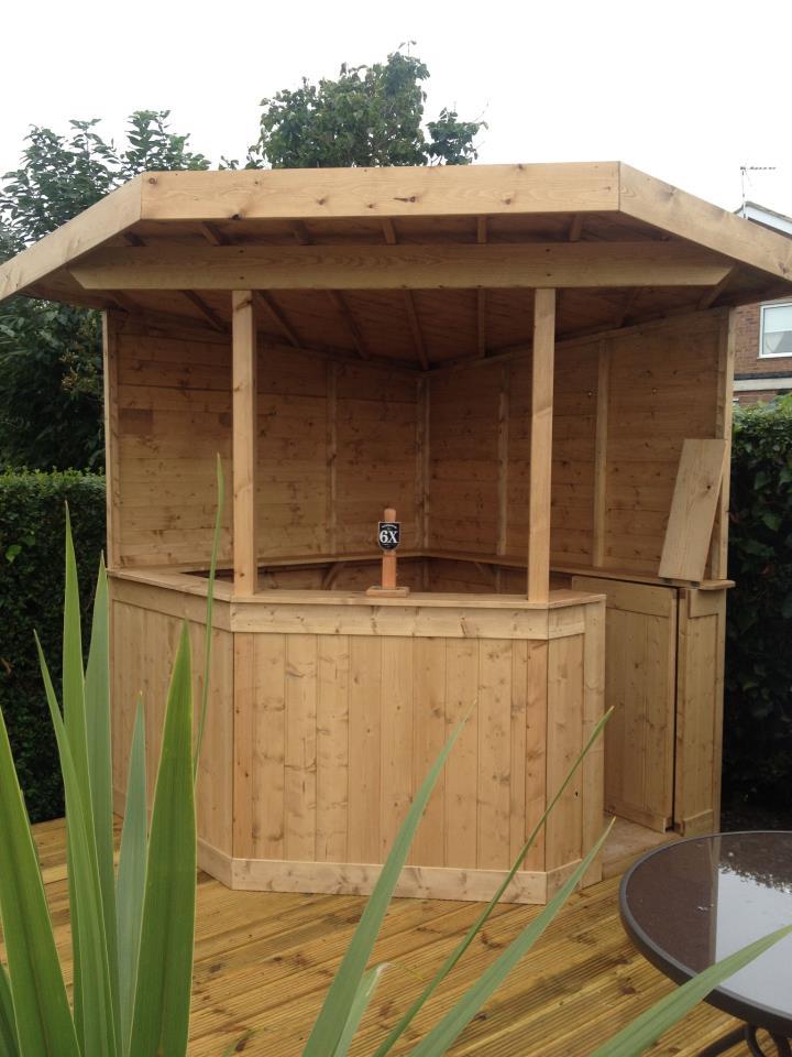 überdachte Garten-Bar aus Holz für coole garten gestaltung