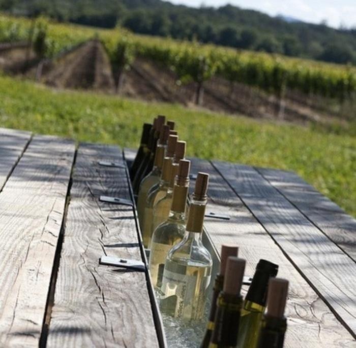 Gartentisch mit eingebautem flaschenkühler