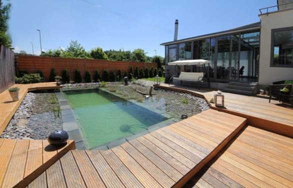 hofgarten gestalten mit DIY Schwimmbecken und holzterrasse gestaltung idee