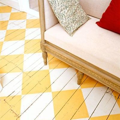 karo streichen muster in gelb und weiß für coole raumgestaltung und frische farbgestaltung