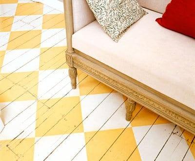 Streichen idee mit rhombus muster f r holzboden in gelb und wei photo johnny bouchier gap - Streichen mit muster ...