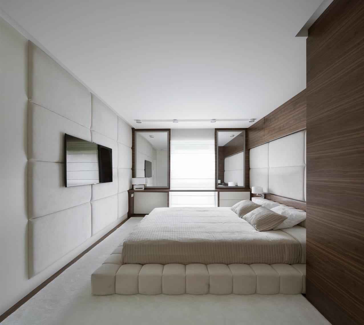 luxus schlafzimmer design in weiß und holz mit polsterwandpaneel und bettgestell weiß