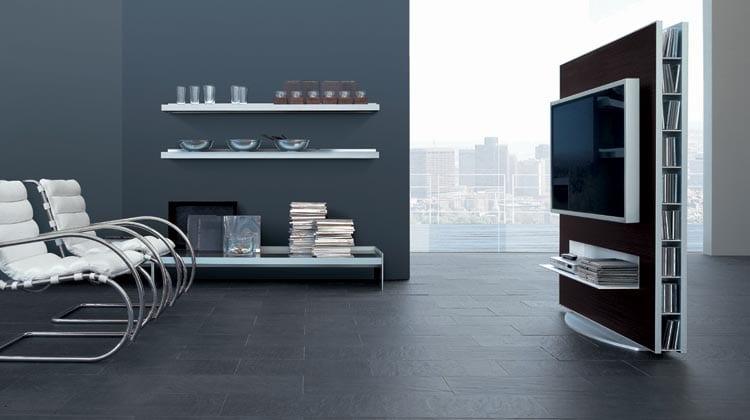 modernes wohnzimmer mit wandfarbe grau und bodenbelag naturstein grau