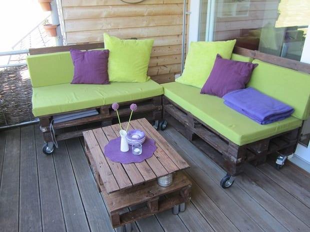 kreative terrassengestaltung mit palettensofa und sitzkissen grün