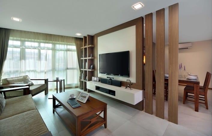kleines apartament interior design mit TV Wandpaneel aus holz als Trennwand