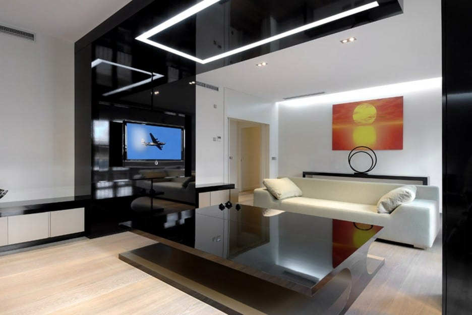 kleine wohnzimmer einrichten mit sofa weiß und modernem couchtisch