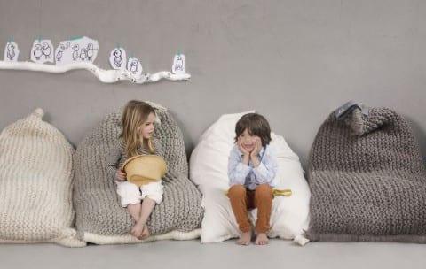 strick bodenkissen in weiß und grau für kuschelige sitzecke und stylische raumgestaltung