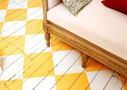 coole-Streichen-idee-für-holzboden-in-gelb-und-weiß_Photo-Johnny ...