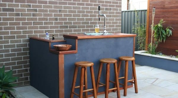 coole idee f r terrassengestaltung mit diy bar aus holz freshouse. Black Bedroom Furniture Sets. Home Design Ideas