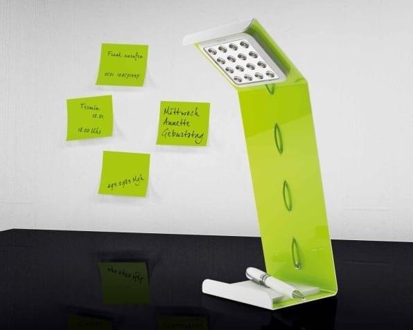 grüne Tischlampe für moderne Zimmereinrichtung in grün