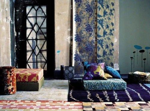bodenkissen und teppich kombinationen für coole farbgestaltung und modernes interieur