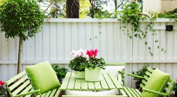 gartenmöbel streichen idee in grün - fresHouse