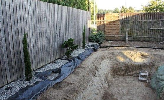 Diy schwimmteich im hofgarten freshouse for Gartenpool eingebaut