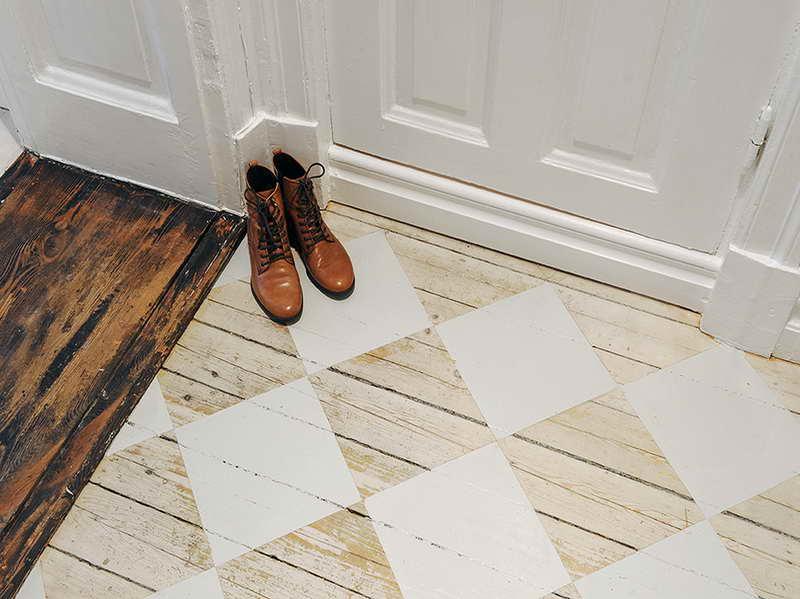 Moderne Wohnideen Flur Mit Holzboden Und Romben Streichen Muster In Weiß