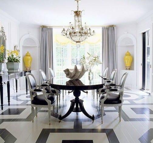 modernes esszimmer interior mit schwarzem esstisch massiv und sideboard schwarz mit blumen dekorieren_coole streichen muster für holzboden mit quadratischen figuren