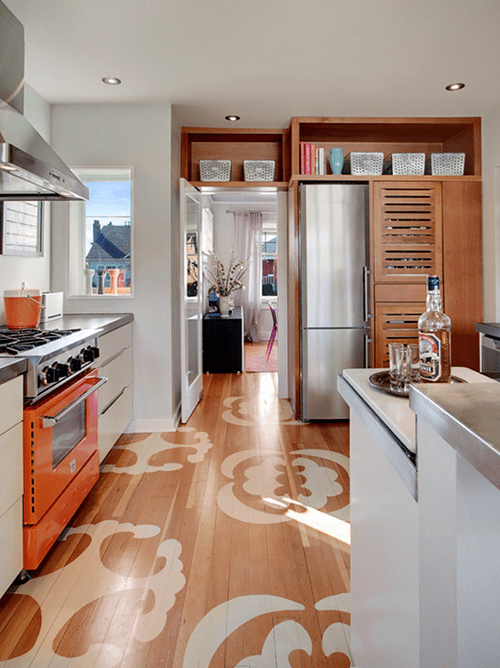 Küchenidee für moderne Küche holz mit Holzbodenbelag und holzküchenschränken