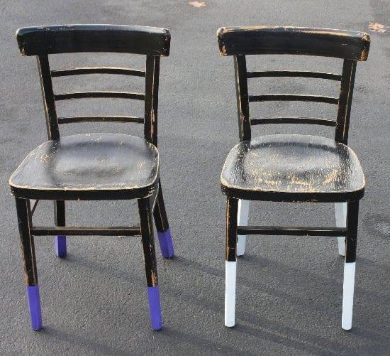 rustikale Holzstühle kreativ gestalten durch coole stuhlbeine-streichen idee in lila und weiß