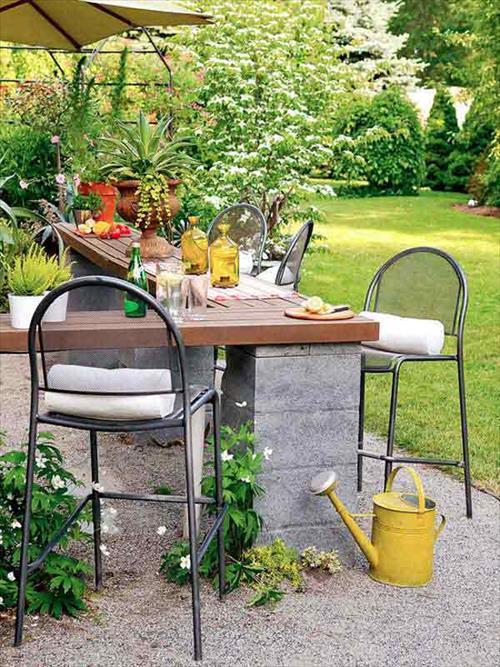 gartengestaltung mit Gartenbar aus schornsteinen und holz
