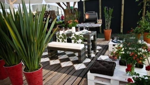ideen f r moderne terrassengestaltung mit streichen karo muster f r holzboden und diy. Black Bedroom Furniture Sets. Home Design Ideas