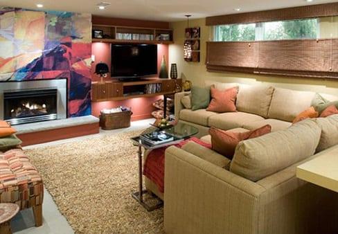keller wohnzimmer modern einrichten mit ecksofa beige und kamin mit kreative wandgestaltung